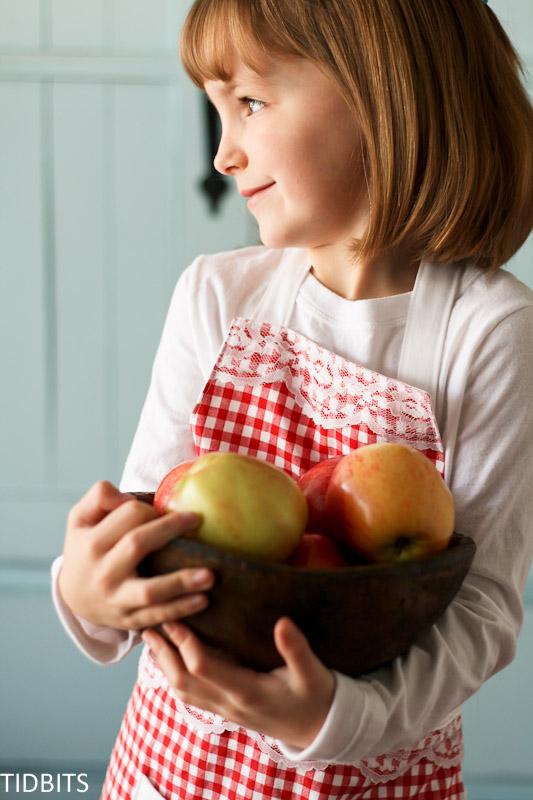 child's apron pattern, tidbits