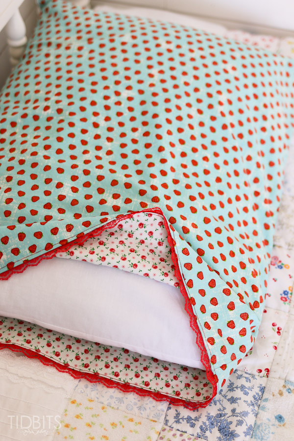 Spa Supreme Traditional Memory Foam Pillow : Reversible Pillowcase Tutorial - Tidbits