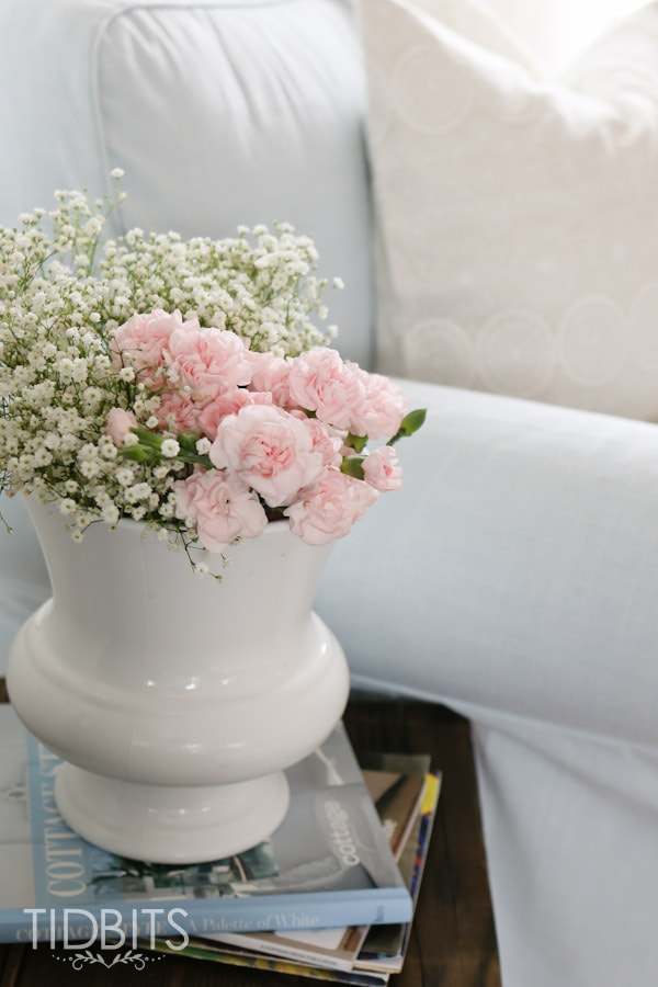 Spring Home Tour by TIDBITS - Freshen up your living room with a few simple touches.