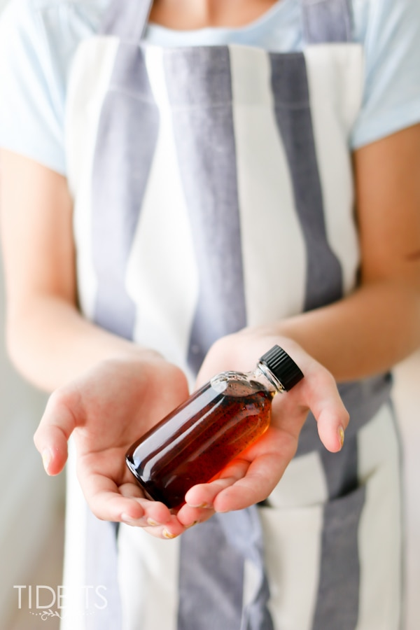 Pressure Cooker Homemade Vanilla Extract! No more waiting for months for the beans to extract. This will blow your mind!