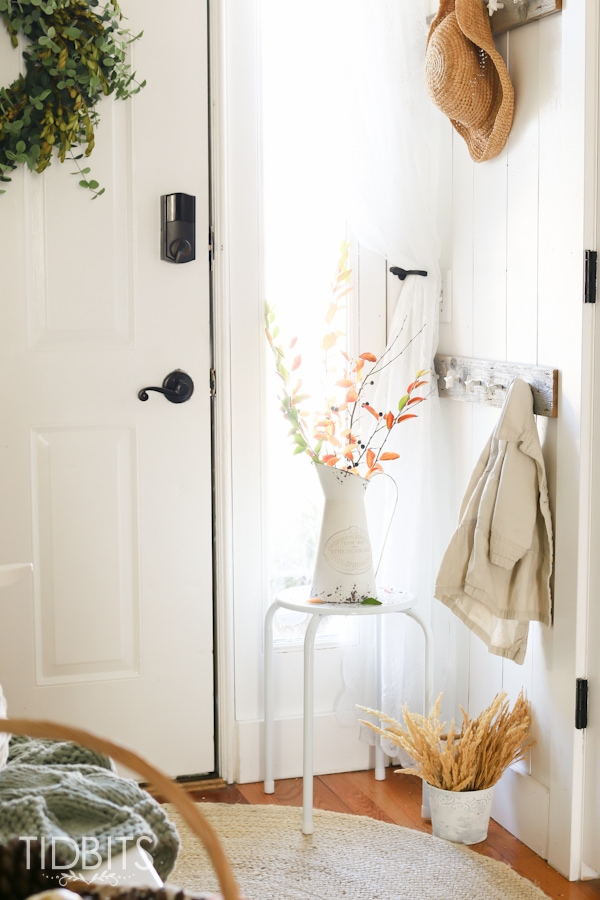 Decorate your home for Fall with these 7 natural elements. Fall entry way, Cottage fresh home.