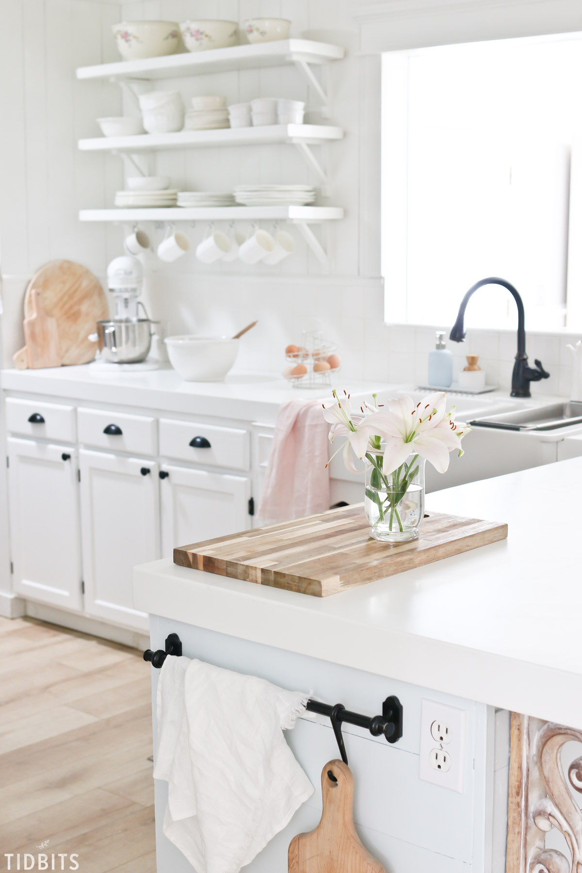 A cottage farmhouse kitchen Spring refresh by TIDBITS