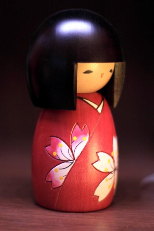 japansk docka av trä