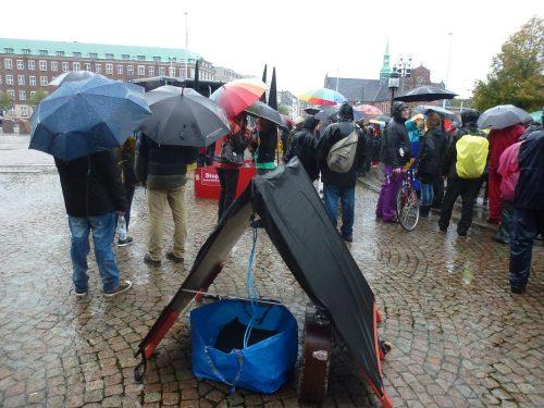 Øsregn Ved Demonstration Mod Danske Soldater Til Afghanistan Den 19.10.2014