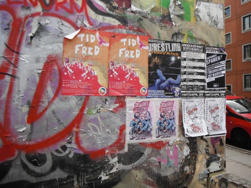 Plakater på alle mulige og umulige steder