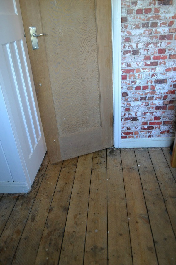 Painted Floorboards Using Ronseal Diamond Hard Floor Paint