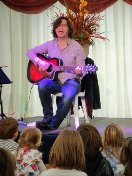 Julian Butler sings The Wombling Song