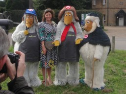 Kirstie Allsopp is photographed with the Wombles