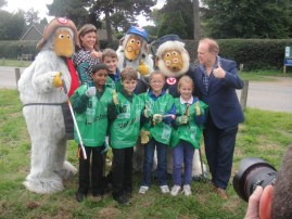 Children pose with the Wombles, Kirstie Allsopp and Mike Batt