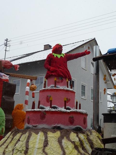 Süßes Törtchen auf dem Faschingsumzug Ronsberg 2013