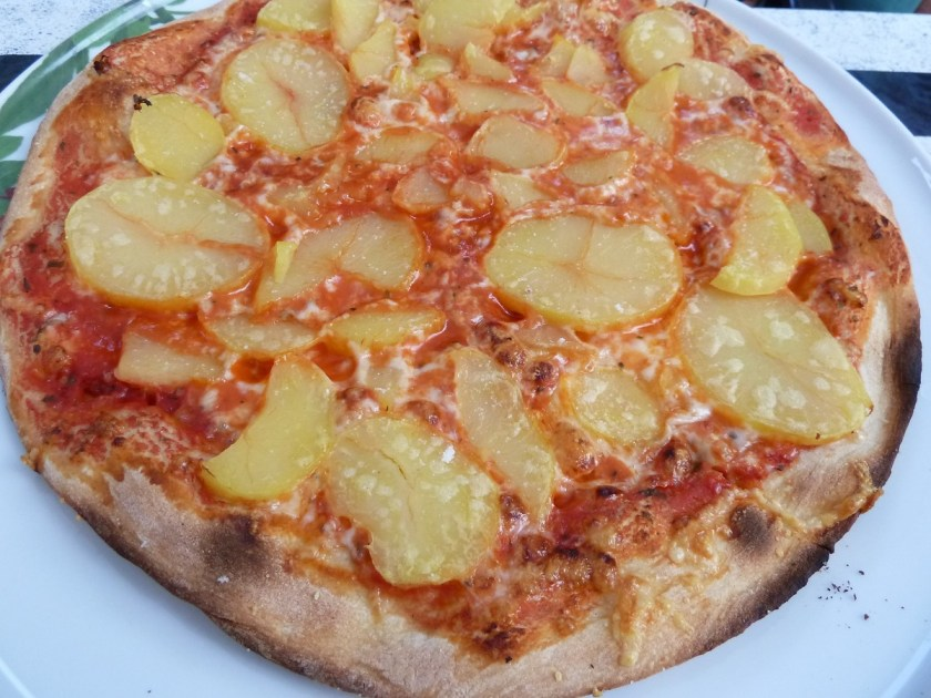 Leckere Katroffel-Pizza im La Taverna in Kempten