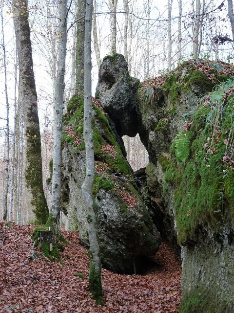 steinernes Guckloch im Geotog Teufelsküche bei Obergünzburg