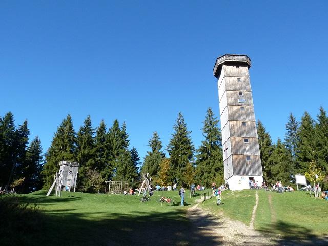 Schwarzer Grat in der Adelegg - Turm und Spielplatz