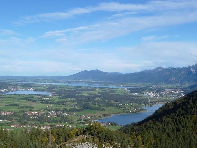 Drei-Seen-Blick vom Falkenstein auf Weißensee, Hopfensee und Forggensee