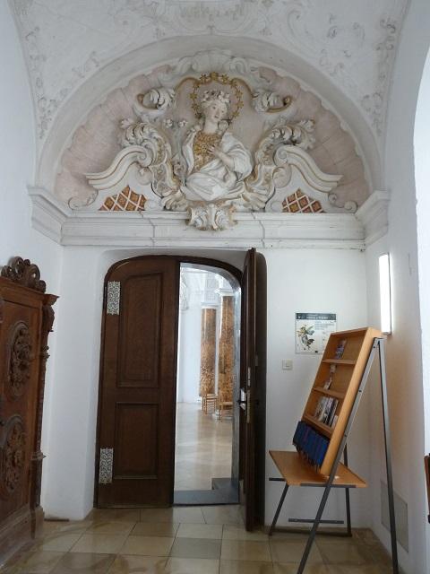 Kartause Buxheim Duchgang zum Brüderchor mit Wessobrunner Madonna