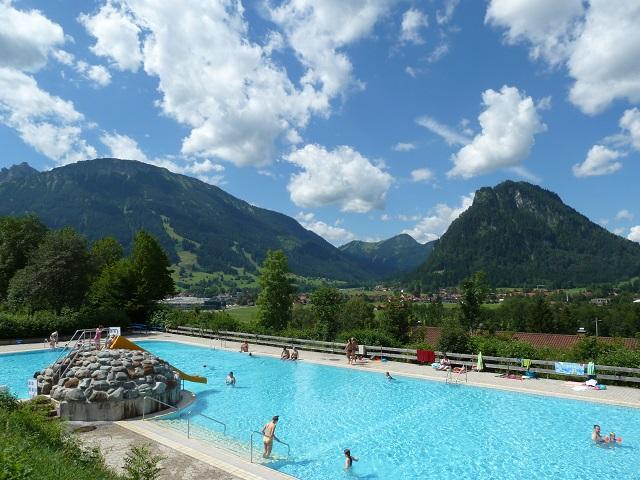 Alpenbad Pfronten - Freibad mit Bergblick