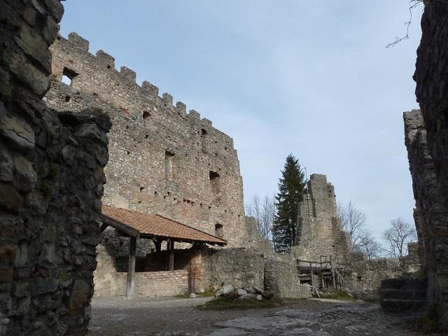 Die Burgruine Eisenberg bei Pfronten im Allgäu