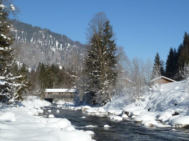 Die Breitach bei Tiefenbach im Winter