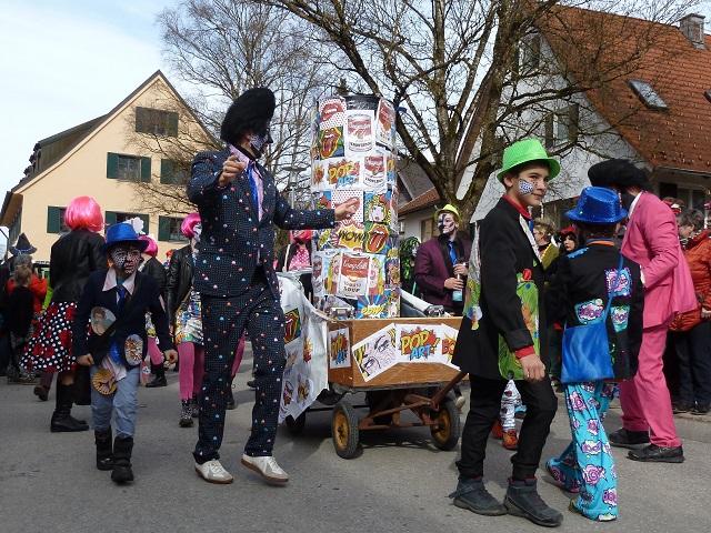 Faschingsumzug Obergünzburg 2017 - Pop Art-Gruppe