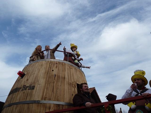 Bierfass aus Hellengerst im Ronsberger Fasching 2017