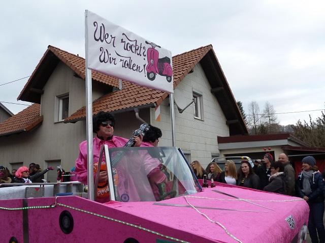 Faschingsumzug Ronsberg 2017 - Rock-Roller in pink