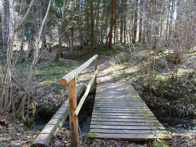 Holzbrücke auf dem Naturerlebnispfad Görisried
