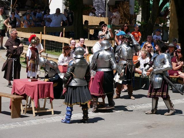 Das gibt Ärger - die Foetbius-Ritter auf dem Mittelaltermarkt Unterthingau 2017