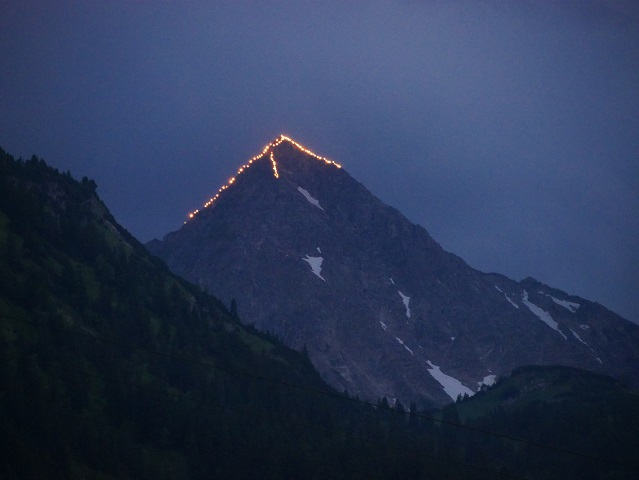 Feuerspur auf dem Geißhorn anlässlich der Herz-Jesu-Feuer im Tannheimer Tal 2017