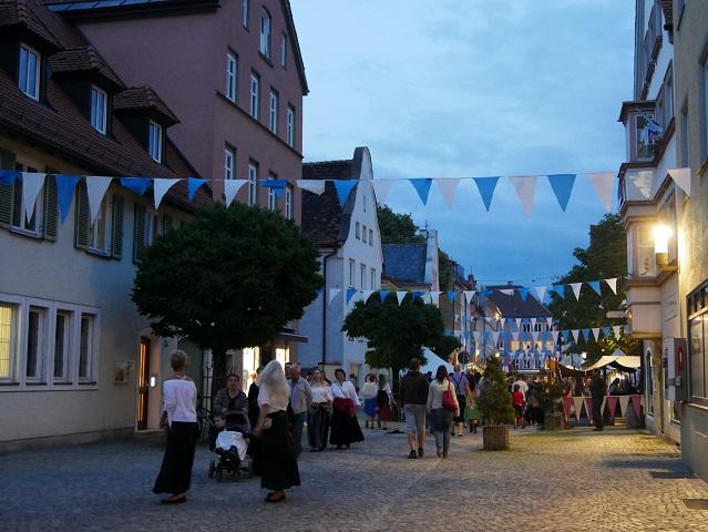 Lagerleben in der Kaufbeurer Ludwigsstraße beim Tänzelfest