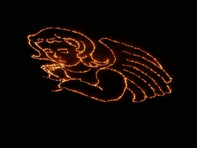 Feuriger Engel über Schattwald anlässlich der Herz-Jesu-Feuer im Tannheimer Tal