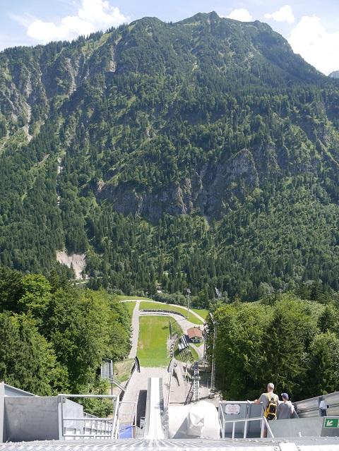 Blick vom Schanzenturm auf die Skiflugschanze Oberstdorf