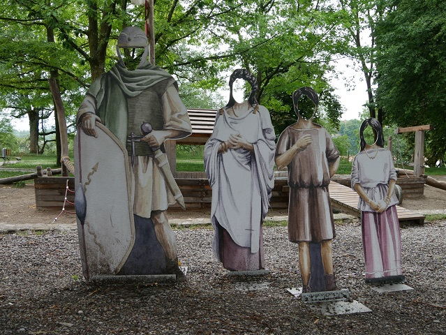 Figuren am Römerspielplatz in Kempten