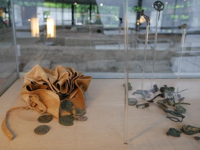 Fundstücke aus der Sickergrube in den kleinen Thermen im APC