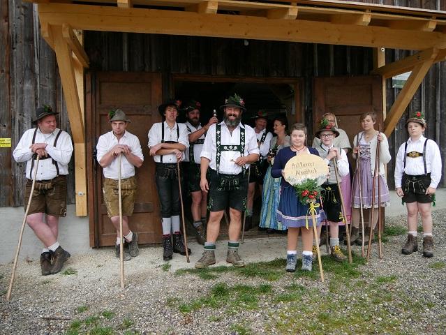Der Hirte und seine Helfer auf der Alpe Schrofenstein