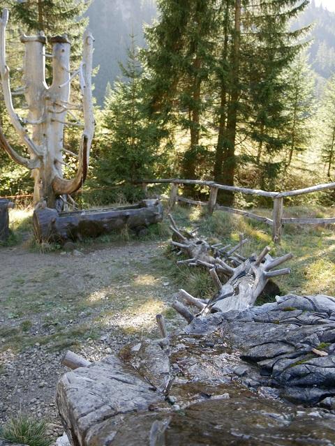 Wasserspielplatz am Erlebnisweg Uff d'r Alp - Wasserläufe über Stein und Holz