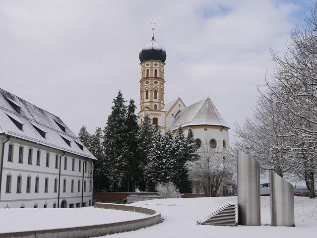 Marktoberdorf - Schloss und Kirche St Martin im Winter