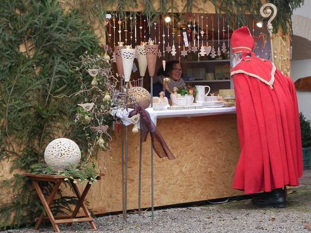 Weihnachtsmarkt Schloss Kronburg - Nikolaus beim Plauschen