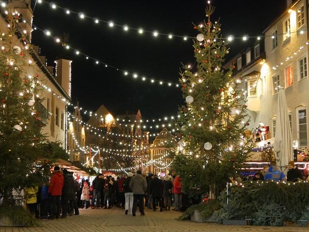 weihnachtliches Kempten - Andrang auf dem Weihnachtsmarkt