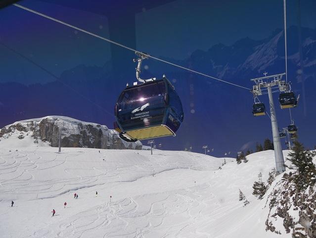 Gipfel des Hohen Ifen mit Gondel der Ifen-Bahn im Winter
