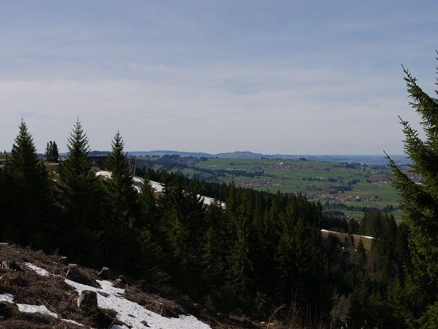Blick von der Alpspitz auf die Mittelstation und auf Oy-Mittelberg