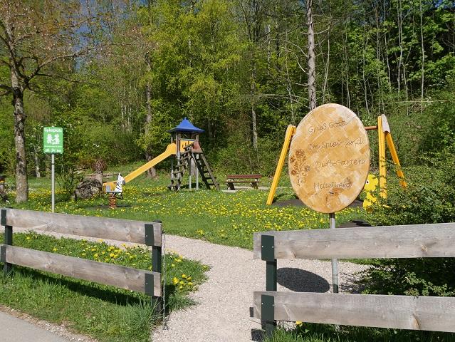 Eingang zum Spiel- und Duftgarten Oy-Mittelberg