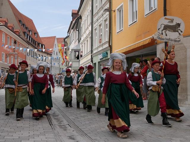 Die Metzgerzunft auf dem Tänzelfest 2018 beim großen Festzug