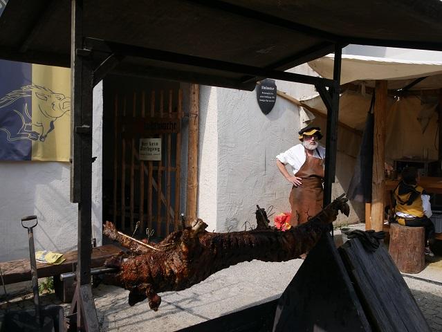 Schwein am Grill auf dem Frundsbergfest 2018