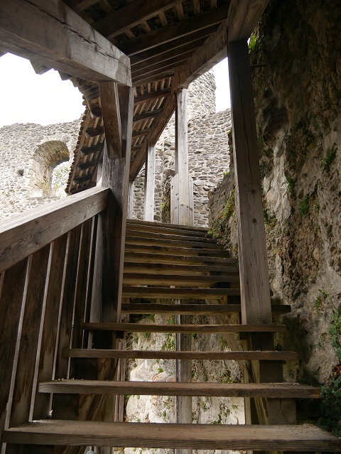 Treppe in der Ruine Alttrauchburg