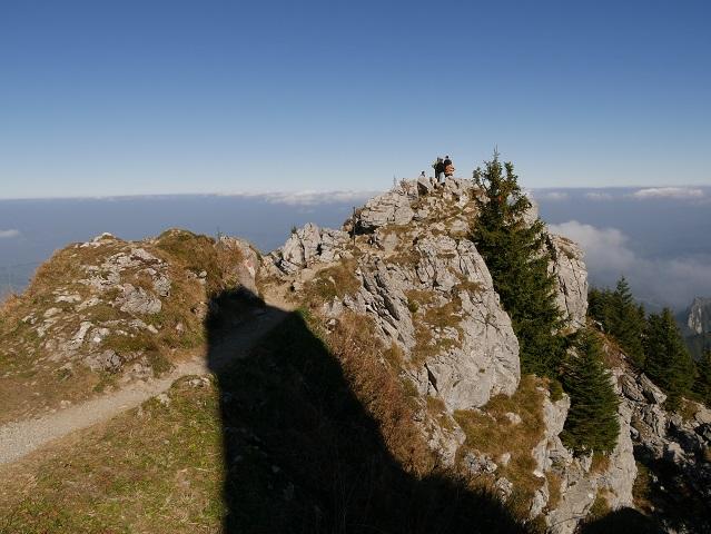 Wanderweg vom Grüntengipfel im Schatten des Jägerdenkmals
