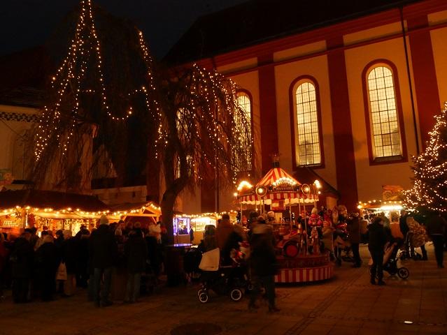 Blick auf den Weihnachtsmarkt Mindelheim