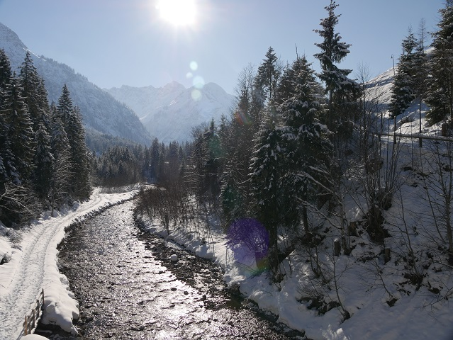 Die Breitach bei Hirschegg im Kleinwalsertal im Winter