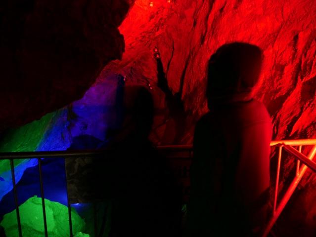 Kinder am Höhlensee in der Sturmannshöhle