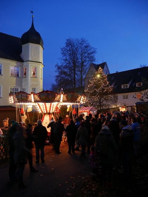 Kinderkarussell auf dem Weihnachtsmarkt Isny