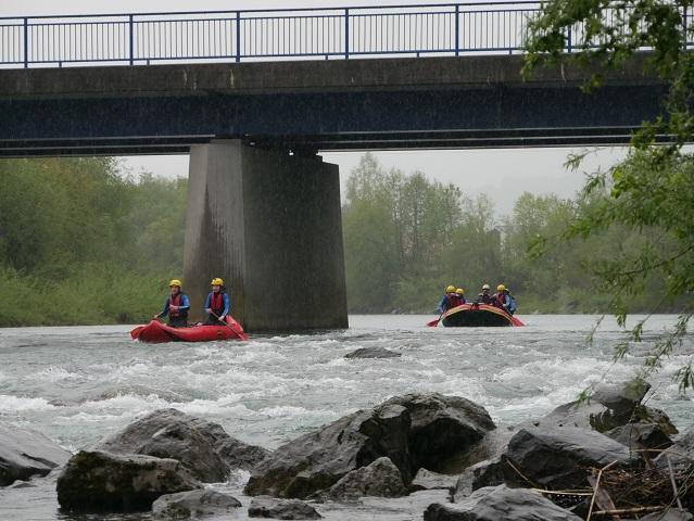 Rafting auf der Iller im Regen